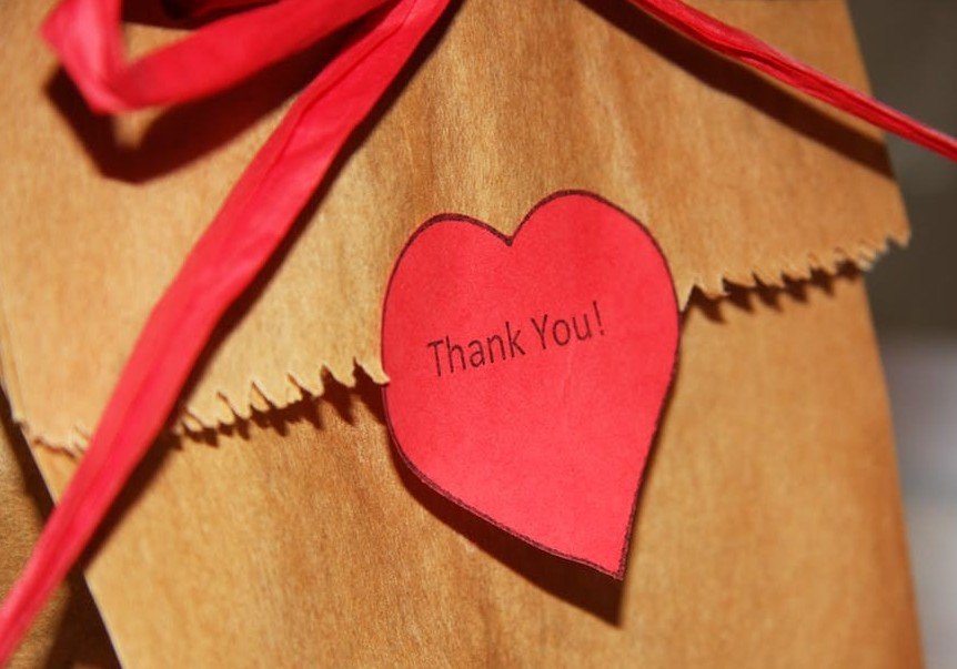 Bag with a large bow and a thank you note